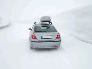 voiture route neige montagne