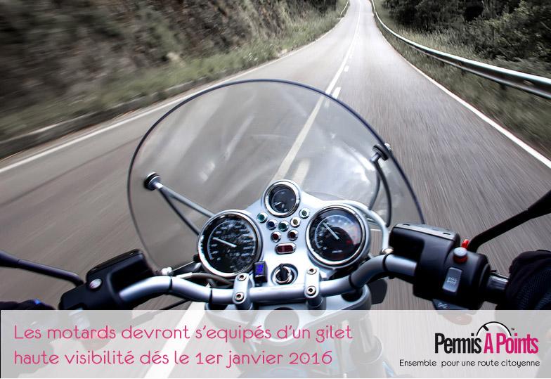 moto roulant sur le route