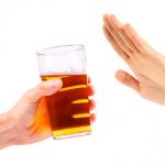 main qui refuse une bière