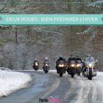 groupe de motos sur route en hiver